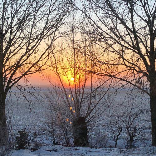 zonsopkomt in de winter